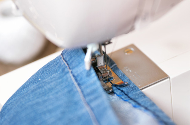 como fazer barra de calça jeans