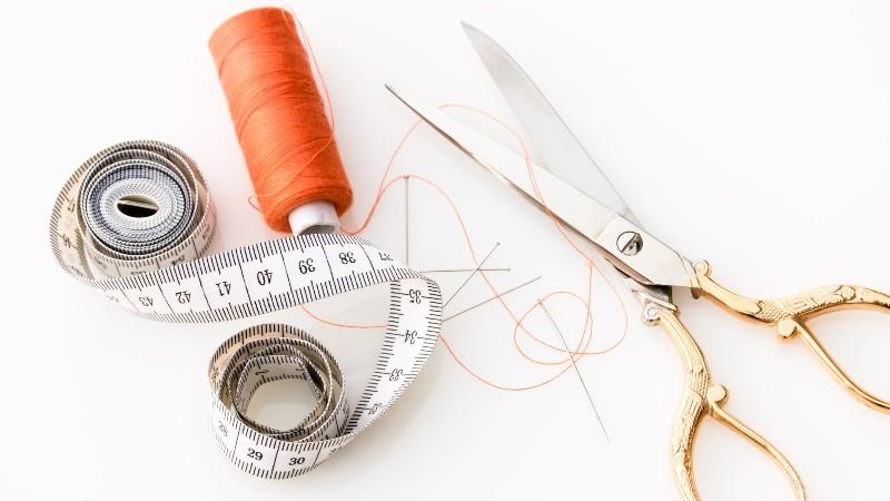 Como Fazer Pequenos Reparos em Roupas: Aprenda uma Habilidade Útil e Lucrativa