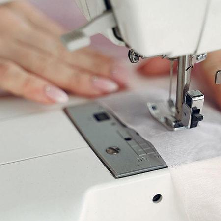 Máquina de Costura Eletrônica ou Mecânica: Aprenda Como Escolher